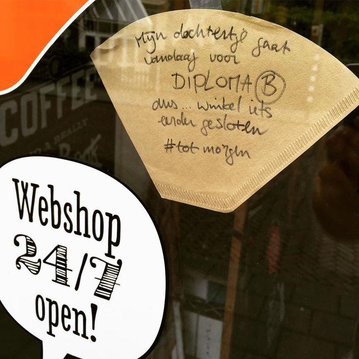 Nog een huishoudelijke mededeling: vandaag (donderdag) is de winkel vanaf 16:30u gesloten #totzo #afzwemmen #diplomab #totmorgen #koffiewinkel #baristalife #barista #coffee #zwolle