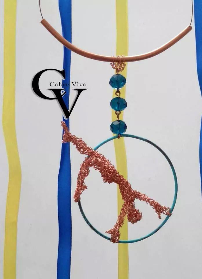 Collar de cobre sulfatado y en finos hilos de #cobre. #Joyasdecobre #cobrevivo
