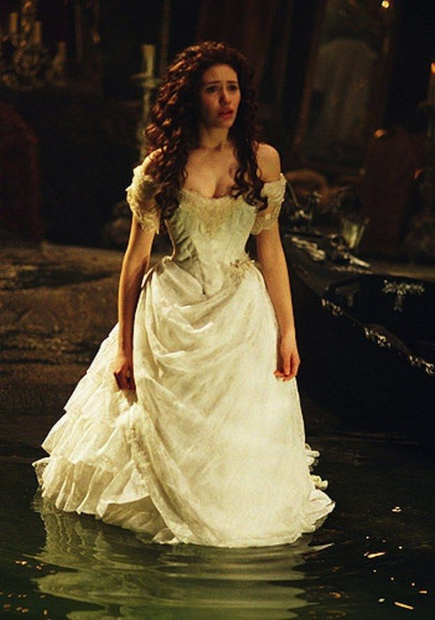 El fantasma de la ópera (2004) | 48 de los vestidos de boda más memorables de las películas: