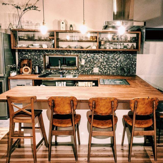 jennyさんの、キッチン,ナチュラル,IKEA,タイル,カフェ風,キッチンカウンター,無垢材,裸電球,真鍮ライト,コの字キッチン,ソラマドの家,soramado,ikpチェア,のお部屋写真