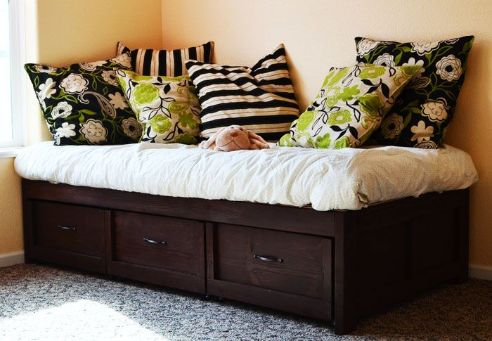 1000+ images about DIY Daybed on Pinterest Bed storage, Shipping pallets and Pallets