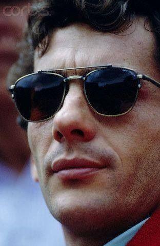 Ayrton Senna da Silva (São Paulo, 21 de março de 1960 — Bolonha, 1 de maio de 1994) foi um piloto brasileiro de Fórmula 1, três vezes campeão mundial, nos anos de 1988, 1990 e 1991. Foi também vice-campeão no controverso campeonato de 1989 e em 1993. Morreu em acidente no Autódromo Enzo e Dino Ferrari, em Ímola, durante o Grande Prêmio de San Marino de 1994. É reconhecido como um dos maiores nomes do esporte brasileiro1 e um dos maiores pilotos da história do automobilismo