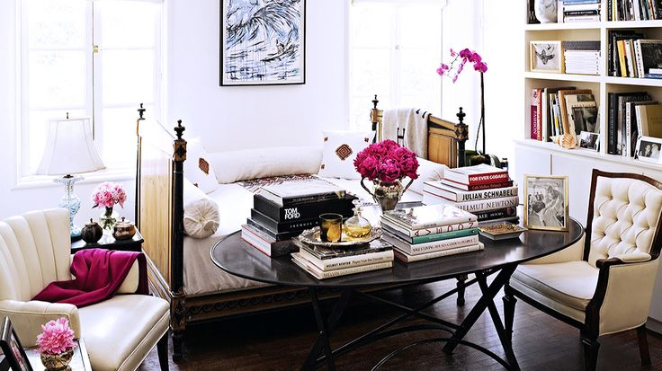 17 Beautifully Feminine Rooms to Get Inspired By// daybed, library design
