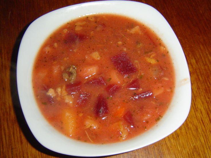 Polévka z červené řepy? Tak to je ruský boršč. Ukážu vám, jak se správně vaří pravý ruský boršč: s červenou řepou, ze silného masového vývaru a se zeleninou. Recept na ruský boršč přesně tak jak má být.