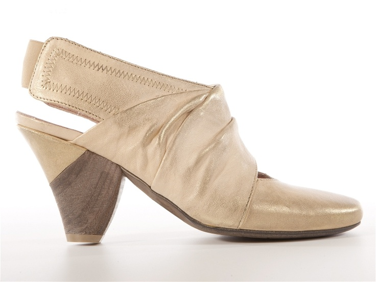 Nic Dean beige slingback heel shoes   From 121.00e get the 50% off