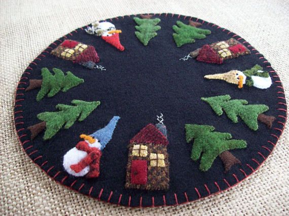 Cabins in the Woods Shy Snowmen Christmas Candle Mat
