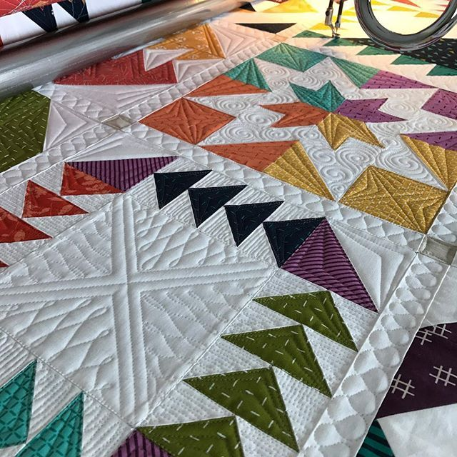 Working on this gorgeous sampler quilt for @thelmacupcake today.  So much fun! #customquilting #quiltingismybliss #innovalongarm #quiltersdreambatting #battgirls #superiorthreads #quiltsofinstagram #showmethemoda #modafabrics
