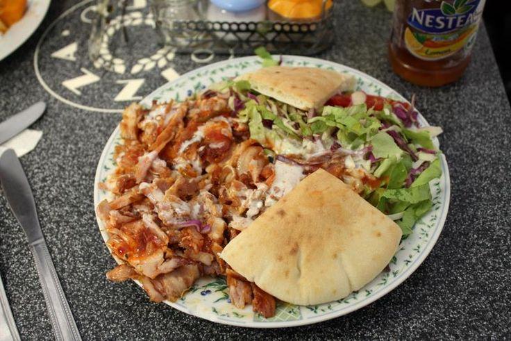 Een vleesgerecht uit de Griekse keuken! Gyros met Tzatziki