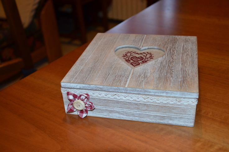 Scatola di legno con cuore