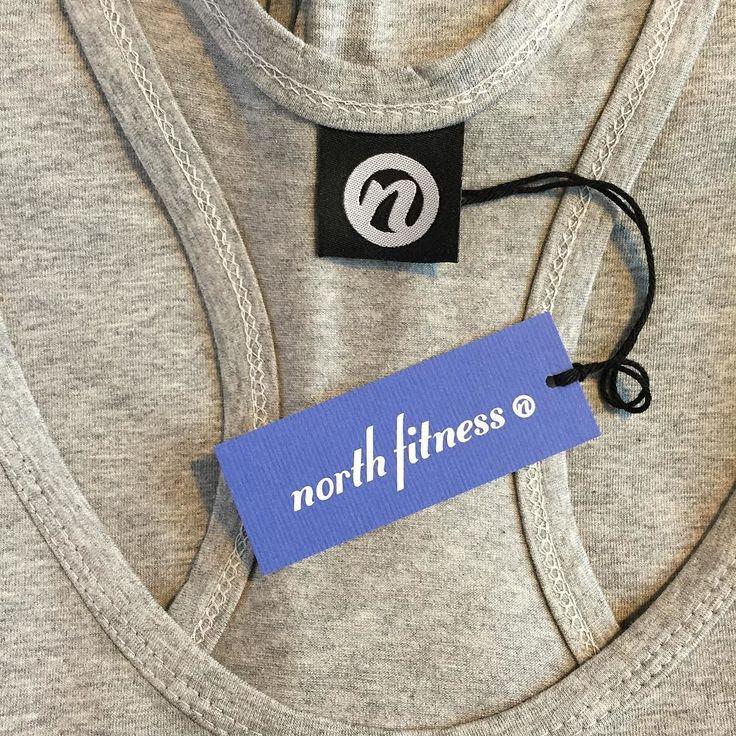 Nå også i Grå! Passer perfekt på #sommer #kropp #2016 Y-Back #tanktop #norwegian #hardcore #design exclusive by North #fitness #clothing #company | Find out more at www.northfitness.no