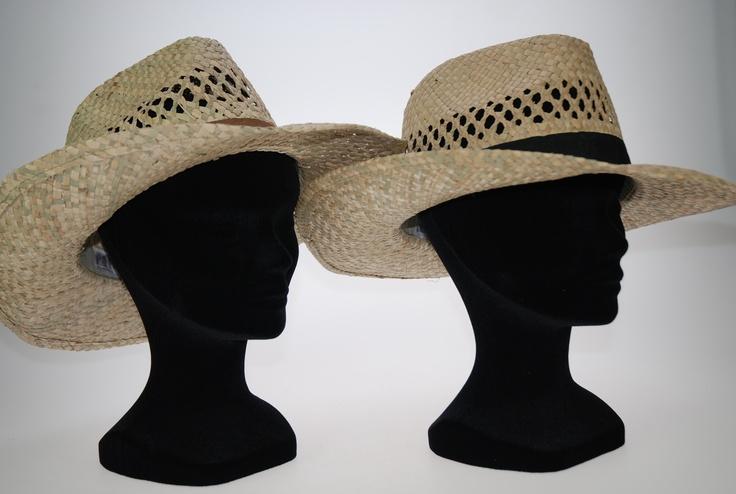 SOMBREROS SIPECUSA.     Lote 2 sombreros de paja unisex, con cinta en tela en dos colores, Marrón y Negro. Calado. Talla única.