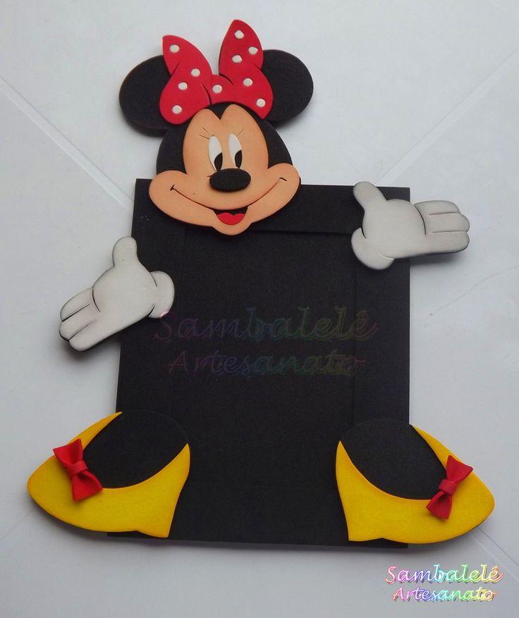 *Porta retrato 10 x 15 em EVA. <br>*Pedido mínimo de 10 peças que poderão ser distribuídas entre Minnie e Mickey. <br>*Confeccionamos a moldura em outras cores. <br>*Excelente lembrancinha para eternizar os melhores momentos de seus pequenos! <br>*Confeccionamos outros temas, consulte-nos!