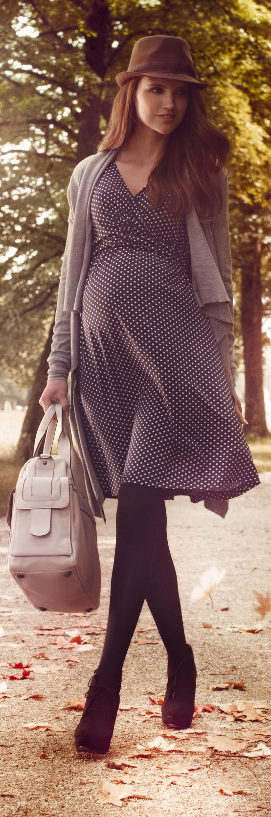 Romantisch & verspielt: Unser Dots Umstands- und Still-Kleid