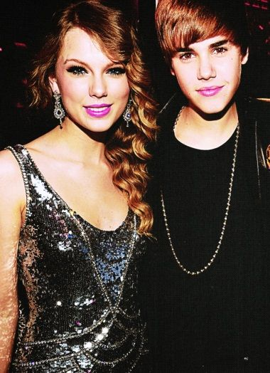 Looks like Taylor Swift and Justin Bieber share the fondness of the same lipstick shade.