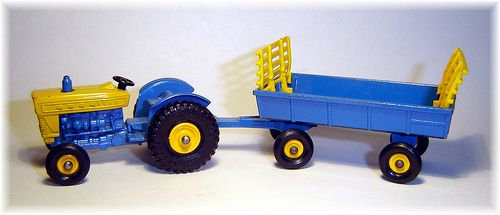 Matchbox 39c Ford Tractor (1967) & 40c Hay Trailer (1967)