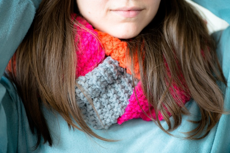 knitted colorful infinity loop scarf: Colors Infinity, Loops Scarfs, Knits Colors, Infinity Loops