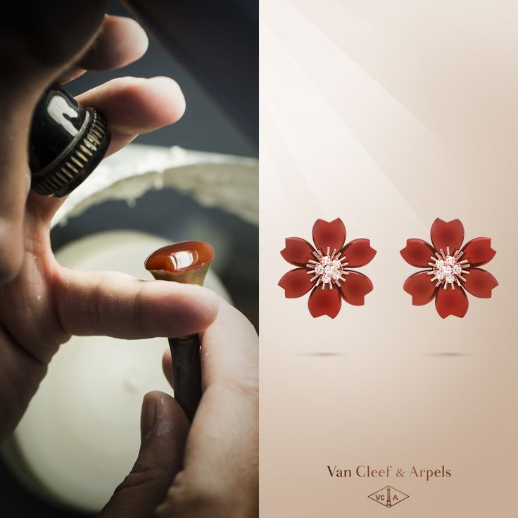 Explore the Van Cleef & Arpels Rose de Noël collection with the new earrings in carnelian. The warm shade of the stone, selected for its beauty and dazzling hue, evokes the values of joy and hapinness.