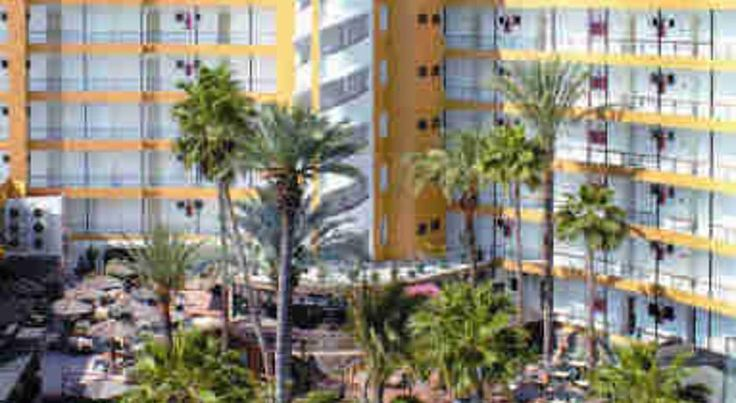 Maritim Playa Playa del Ingles This large apartment complex is set in the centre of lively Playa del Ingles, on the island of Gran Canaria, and is ideal accommodation for a fun-filled family holiday in the sunshine.