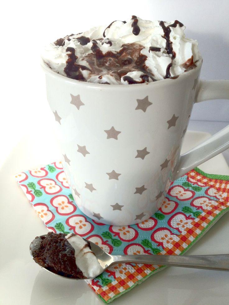 Een lekkere chocoladecake met nutella in 3 minuten! Tijd: 5 min. Benodigdheden: 4 eetlepels zelfrijzend bakmeel 4,5 eetlepels suiker 1 ei 3,5 eetlepels Nutella 3 eetlepels melk 3 eetlepels olijfolie 3 eetlepels cacao-poeder Bereidingswijze: Voeg alle ingrediënten toe aan een grote beker en roer alles goed door elkaar. Zorg ook dat je alles op...Lees Meer »