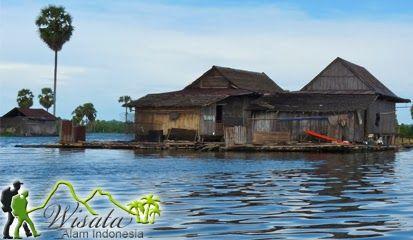 Objek Wisata Danau Tempe Wajo ini terletak 7 km dari Sengkang, ibu kota Kabupaten Wajo. Untuk mencapai tempat ini, dari Sengkang ke Sungai Walennae