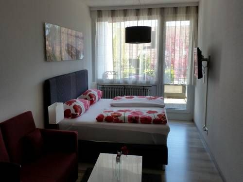 Ferienwohnung am Weiher Meersburg Featuring free WiFi, Ferienwohnung am Weiher offers accommodation in Meersburg. Konstanz is 9 km away.  Featuring a balcony, the accommodation is fitted with a seating and dining area. There is also a kitchenette, equipped with an oven.