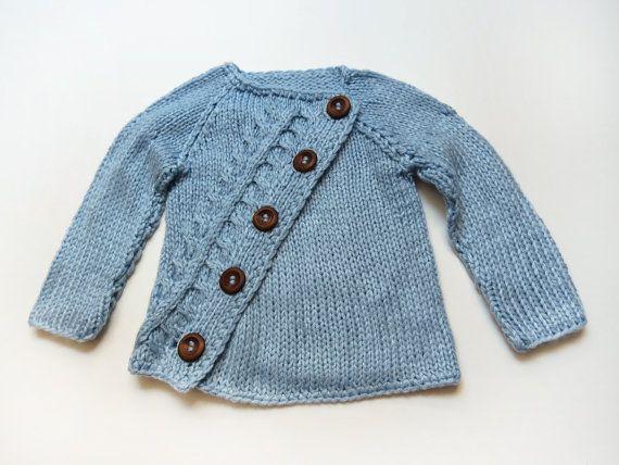 Svetrik sikme zapinanie Stylish asymetric baby sweater