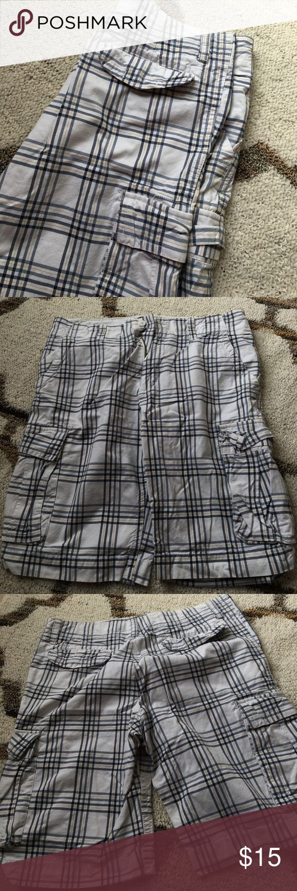 Men's plaid shorts Men's plaid cargo shorts from Old Navy. White, navy and yellow. Old Navy Shorts Cargo