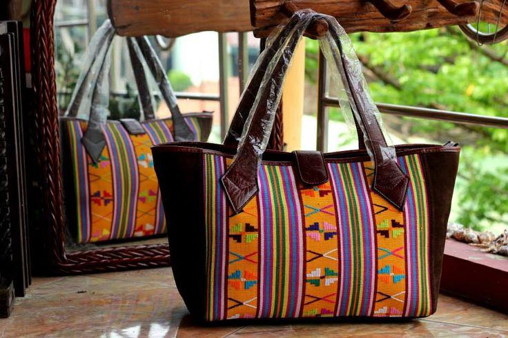 Tas Etnik: Tenun Buna, NTT.  Dimensi: 35 x 15 x 25 cm.   #dijual #jualan #tas #tastenun #tasetnik #buna #tenunbuna #kulit #kulitasli #leather #genuineleather #handmade #handwoven #ethnic #etnik #nusatenggaratimur #eastnusatenggara #indonesia #indonesian #limited #bags #handbags #sale #forsale    For price  details:  Whatsapp/sms: +62818600488.  BBM Chat: 764E8E2B (PIN).  www.facebook.com/ratutas.etc   Happy Shopping .