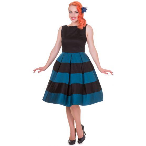 Šaty Dolly and Dotty Anna Stripe Black Blue Skvělé šaty za ještě lepší cenu, které prostě musíte mít! Šaty vhodné pro slavnostnější příležitost jako je ples, večírek, narozeninová oslava, do divadla, ale stejně tak do pro zaměstnané dámy. Střih ve stylu Audrey s lodičkovým výstřihem, rozšířenou sukní s pravidelnými sklady, která je tvořená širokými pruhy v černé a petrolejové barvě. Kvalitní silná strečová bavlna (95% bavlna, 5% elastan) zajistí příjemné nošení, zapínání na krytý zip v…
