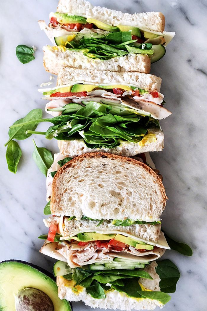 Here are 10 healthy work lunches that are easy to make all week long and taste delicious for both meat lovers and vegetarians.
