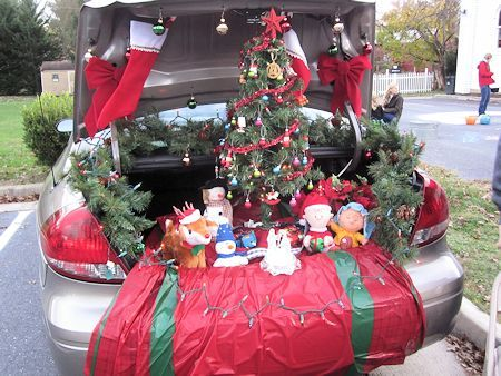 oh my, how cute is this?! Charlie brown Christmas trunk!