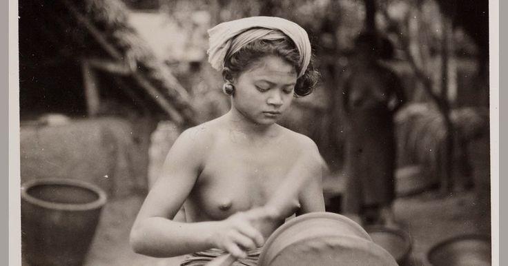 Kehidupan masyarakat Bali jaman dulu ternyata sangat jauh berbeda dibandingkan sekarang, terutama dalam hal berpakaian. Beberapa puluhan t...