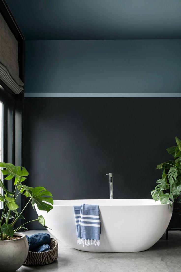 Dark & moody bathroom