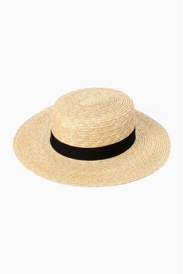 FERRUCCIO VECCHI canotier  FERRUCCIO VECCHI canotier 10584 レディなスタイリングにぴったりのハットは日差しの強くなる時期のマストアイテム ワンピースやマキシスカートでぐっときれいにまとめるのが素敵です FERRUCCIO VECCHI 素材にこだわり時代のファッションに合ったデザインを特徴とする帽子や小物を提案しているブランド イタリアで30年続く確かな技術と繊細なデザインで職人の技を感じることのできるアイテムです