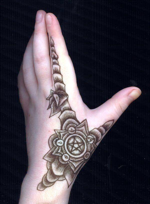 20 Kleine Hand Tattoos Designs Und Ideen Tattoos Ideen Pinterest