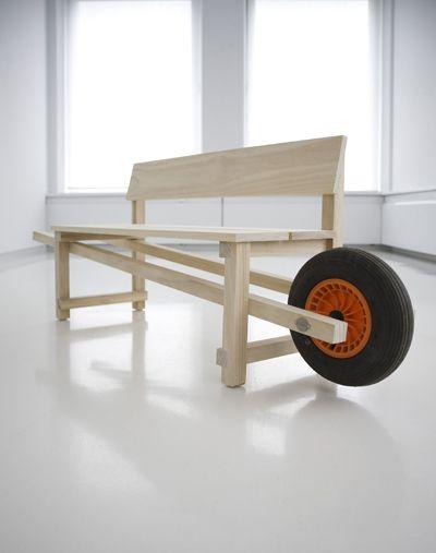 Wheelbench. Banc avec une roue de brouette.
