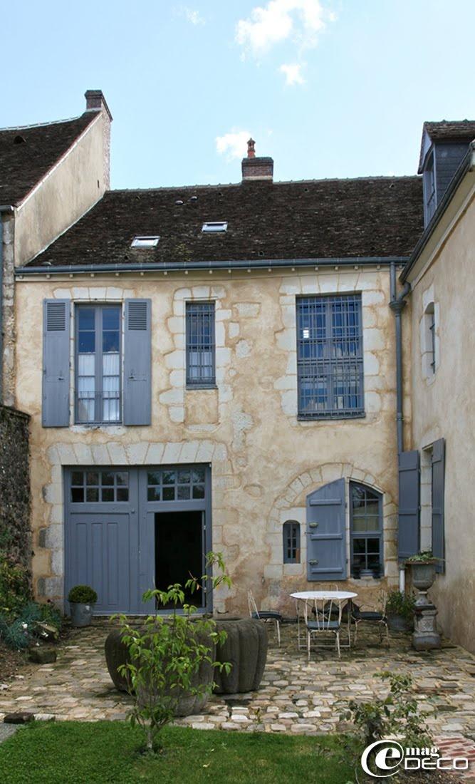 Façade côté jardin de la maison d'hôtes 'Hôtel de Suhard'