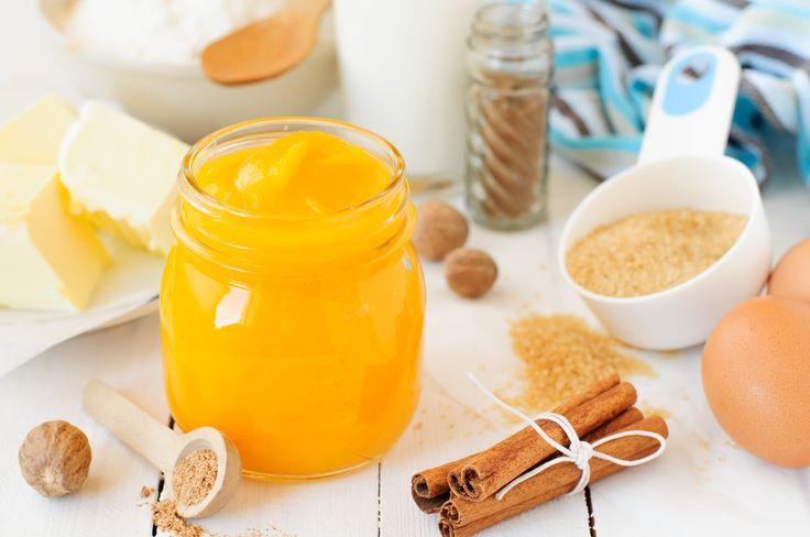 Пюре из тыквы можно приготовить заранее, чтобы в дальнейшем использовать для тыквенных пирогов. Для пюре желательно выбирать сладкие сорта тыквы.