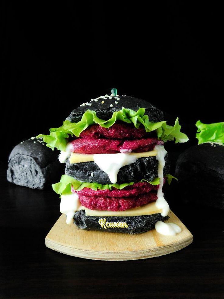 Чёрный бургер со свекольной котлетой   Чёрный бургер, он же black burger-это не только эффектно и модно, но и вкусно.   Сегодня мы предлагаем вегетарианский вариант чёрного бургера со свекольной котлетой.  ИНГРЕДИЕНТЫ  пшеничная мука, 350 грамм вода, 200 мл дрожжи, 3 грамм соль, 1-2 ч. л. сахар, 1 ч. л. растительное масло, 4 ст. л. Краситель пищевой, 5 грамм соевый соус, 2 ст. л. свекла, 500 грамм творог, 180 грамм яйцо, 1 штук чеснок, 1 зубч. панировочные сухари, 6 ст. л. зеленый лук, по…