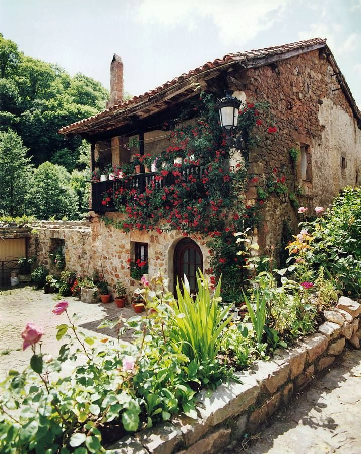 Los rincones más bellos de Bárcena Mayor #Cantabria #Spain
