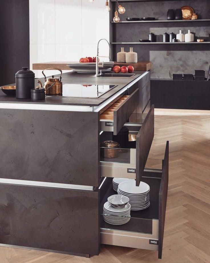 Zdecydowanie nie wyobrażamy sobie współczesnej kuchni bez dużych pakownych szuflad! Do ich głównych zalet zaliczamy bezproblemowy dostęp do całej ich zawartości łatwość w utrzymaniu porządku a także estetyczny wygląd np. dzięki szkle na bokach Jeśli chcecie poznać wszystkie powody dla których warto takie szuflady mieć - zapraszamy do naszego poradnika!  LINK W BIO#bogaccypl #kuchnia #kuchnie #nowakuchnia #inspiracja #inspiracje #inspiration #pieknakuchnia #mojakuchnia #remont #nowydom #vsco…
