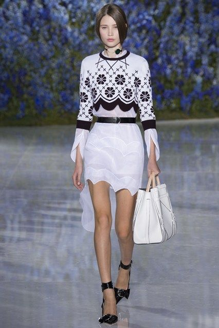 http://www.vogue.co.uk/fashion/spring-summer-2016/ready-to-wear/christian-dior/full-length-photos/gallery/1495205