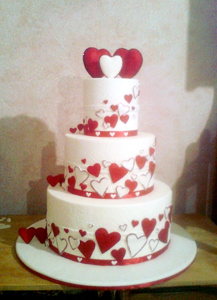 "Torta ""San Valentino"" in pdz su basi di polistirolo."