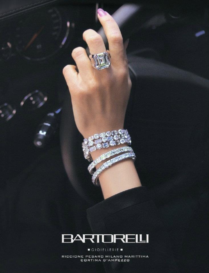 Braccialetti tennis di diamanti e anello di diamanti su oro bianco. Pezzo unico by Bartorelli Maison