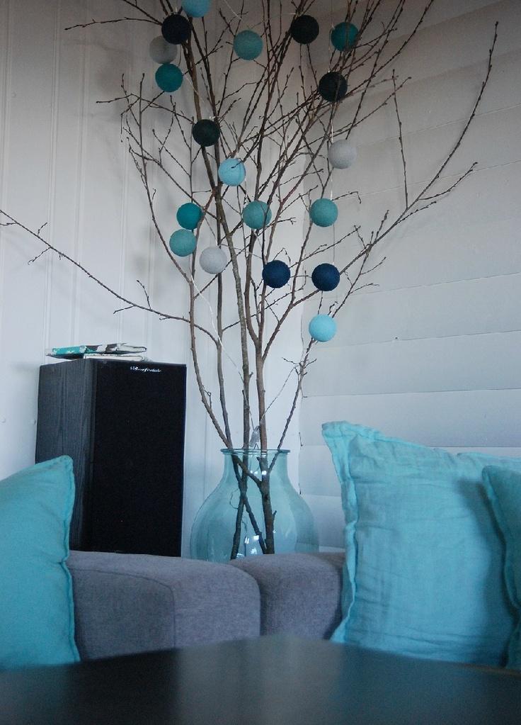 Happy Lights - www.zinaantafel.nl Leuk idee met takken en lichtballen in pot