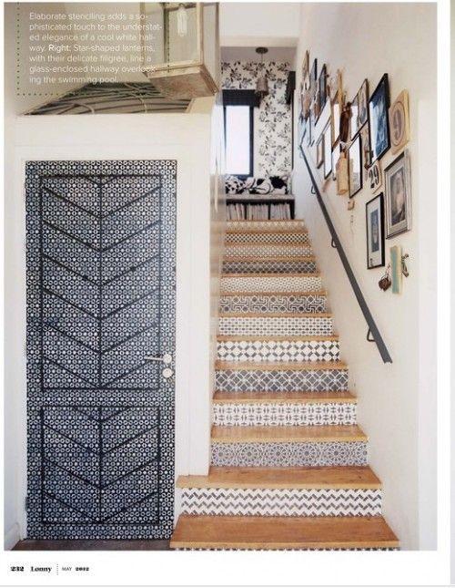 ilginç kapı modelleri, mavi kapılı evler, merdiven araları boyama, merdiven ara desenleri, siyah beyaz kapı deseni