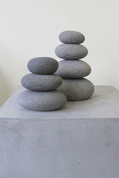 Urn van Gestapelde Kiezels: Model Piramide, uit de eigen collectie van Silent-Stones.