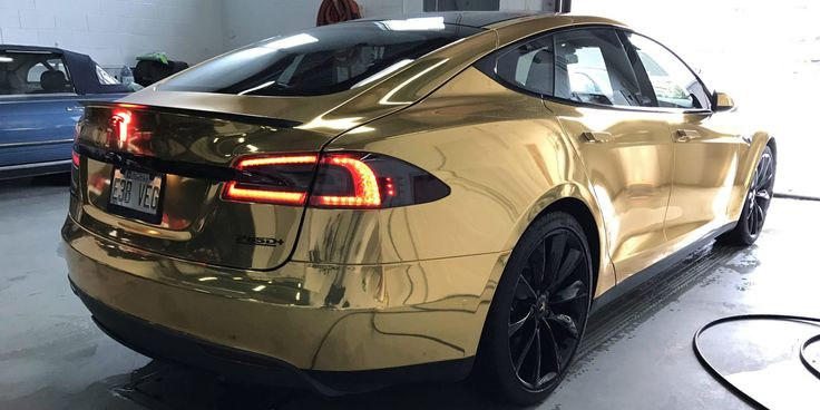 A Tesla fit for President Trump: gallery of new gold chrome wrapped Model S | El…