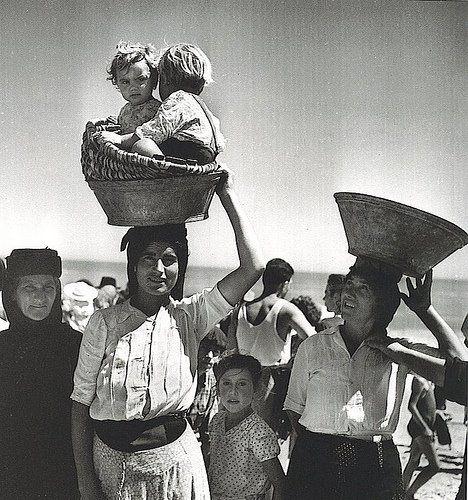 Jean Dieuzaide - Nazaré, Portugal, 1954.