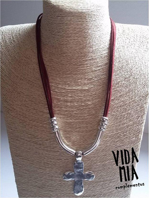 Collares cortos - Collar corto de antelina - hecho a mano por VIDA-MIA-complementos en DaWanda
